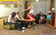 Tieners hebben een geil sex feestje