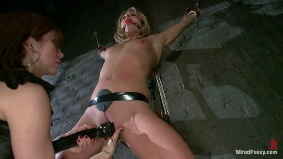 Lesbo BDSM electro play