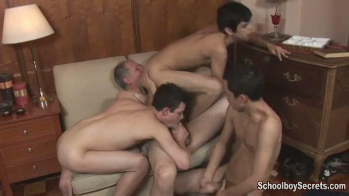 Oude homo verwend door drie geile homo jongens
