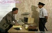 Tippelende homo word betrapt door onder cover agent