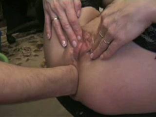Haar anus wordt binnenstebuiten gevuist neukt