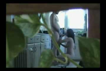 Seksverslaafde huisvrouw betrapt met de loodgieter
