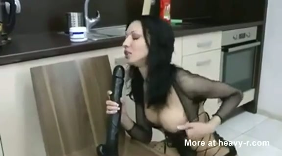 Dunne gothic slet en haar anale kunstje