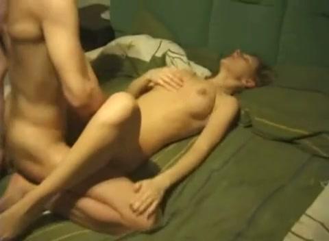 Een sexy meid met lekkere dikke tieten en haar vriendje hebben geile sex