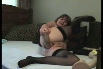 Geile oma rekt haar kut op met grote dildo