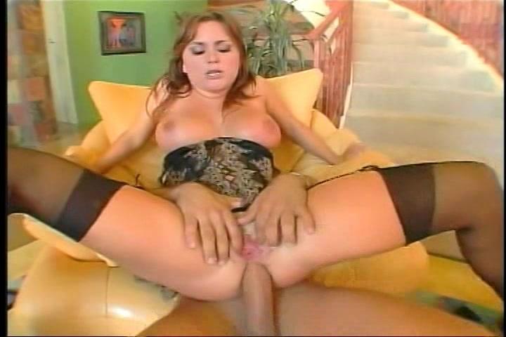 Dit vind ze een genot de grote lul die haar anal neukt