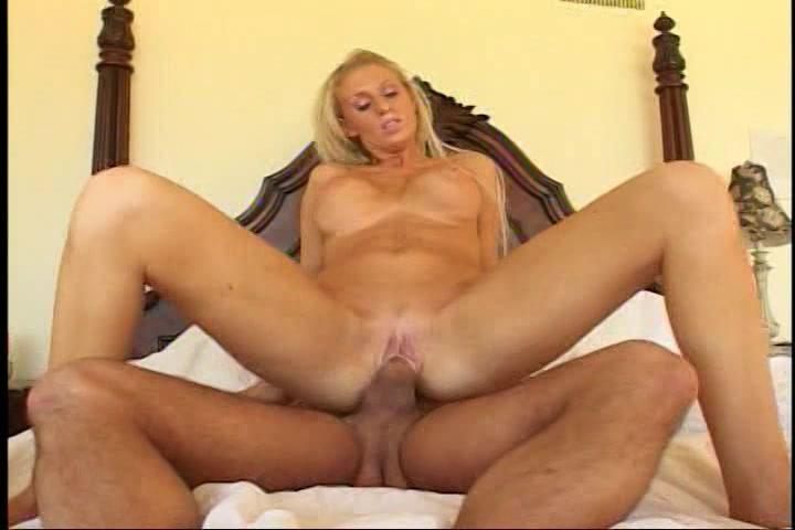 Geile blonde milf met een voorliefde voor rimmen