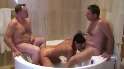 Op sex vakantie neuken de twee vrienden de hoer