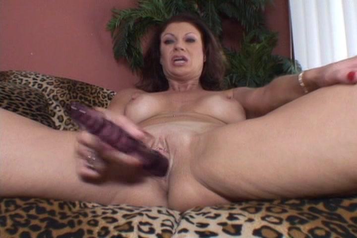 Deze huisvrouw vind het geil gefilmd te worden tijdens het mastuberen