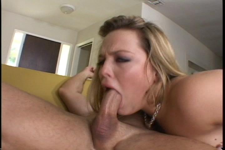 Blond sexy lingerie pijpen gebeft en geneukt worden en sperma in het gezicht krijgen