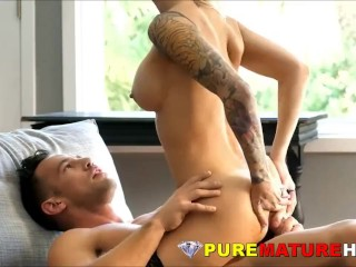 Gorgeous Mature Gets Experienced Asshole Reamed
