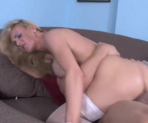 Girl likes to suck cock