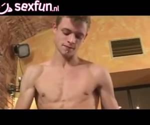 Een kont neukende sperma spuitende homo orgy