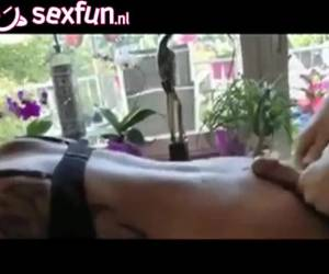 De tiener neukt oma en laat haar een spuitend orgasme krijgen