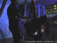 hogtied slave en soiree fetichiste pour soumise sandy libertine bdsm